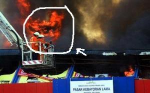 api menyerupai wajah